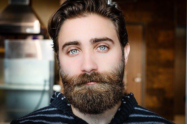 Olio per barba a cosa serve e come usarlo efficacemente