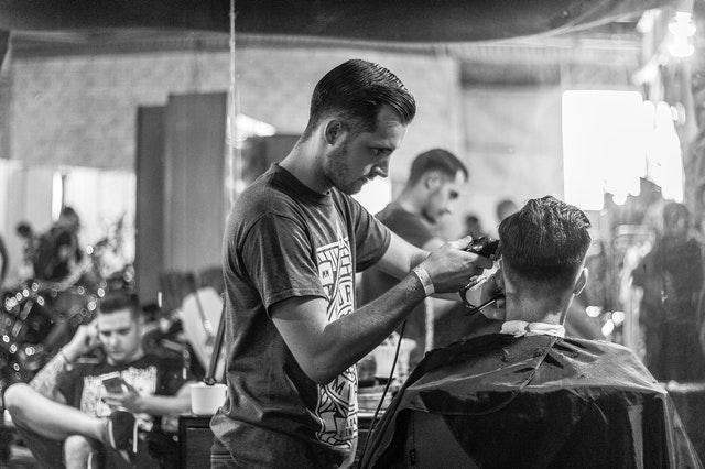 Come si scegliere un buon arredo per negozio di parrucchieri